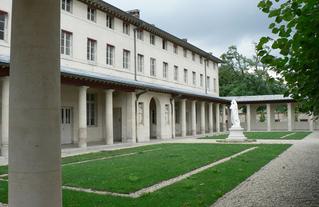 Ancien cloître, hôpitaux de Saint Maurice